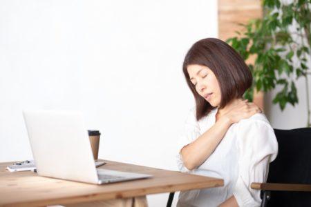 肩こり、腰痛を防いで見た目も美しい「座り方」